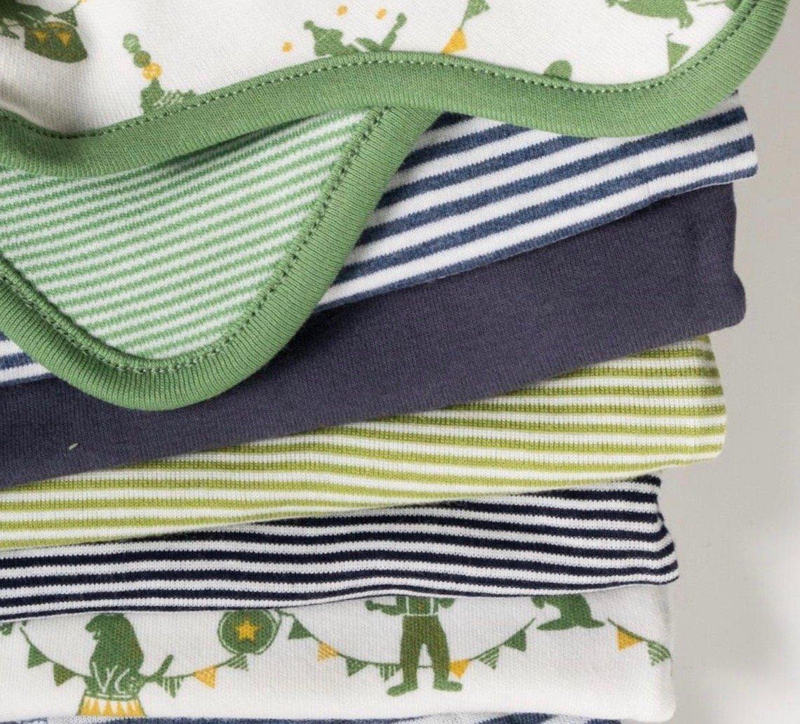 Diese Babykleider können gemietet werden: Eine der angebotenen Babyboxen.