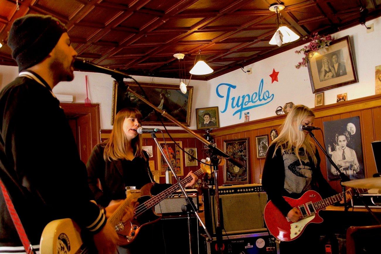 In der Gaststube des Kulturhaus Grünenwald wurden die neuen Songs fleissig eingeübt.