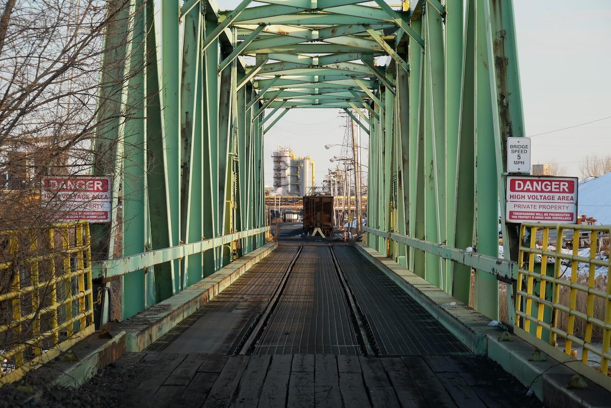 Der Weg über die Brücke auf die Insel blieb dem Zuger Kunstschaffenden verwehrt.