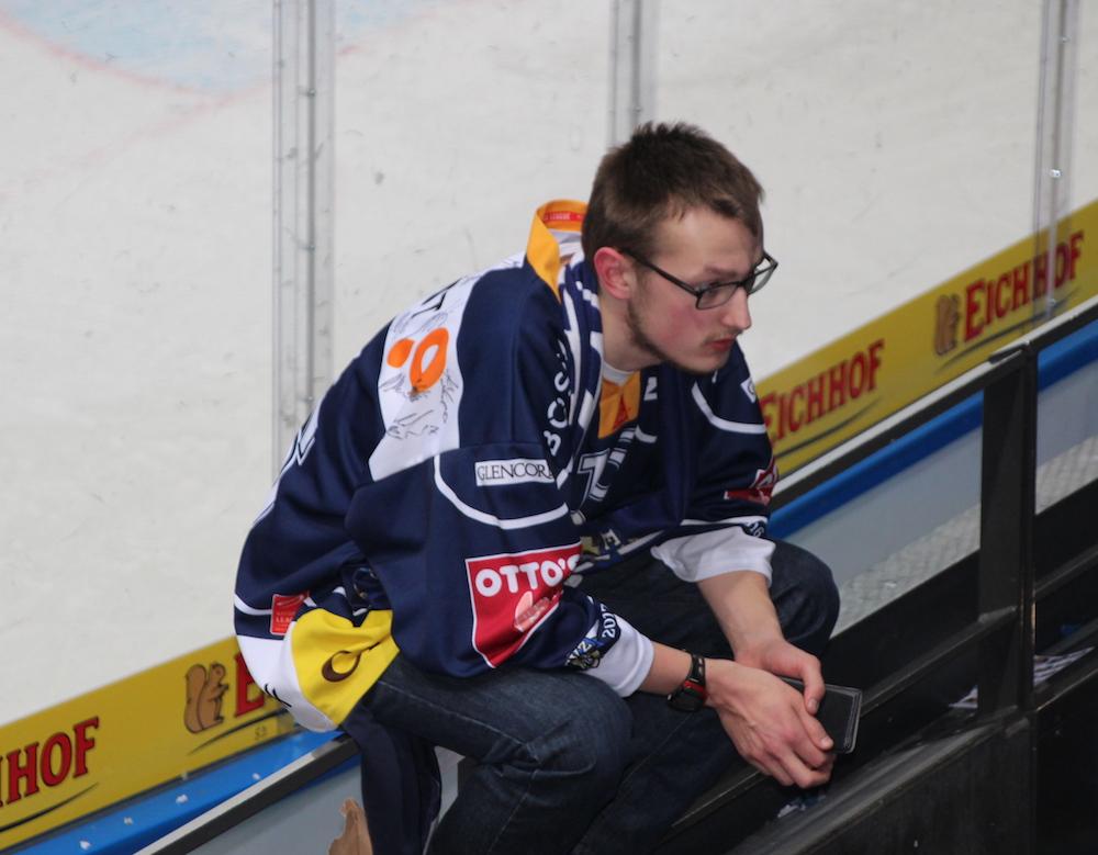 Er ist einfach nur traurig und enttäuscht über die EVZ-Niederlage: Fan in der Nordkurve.