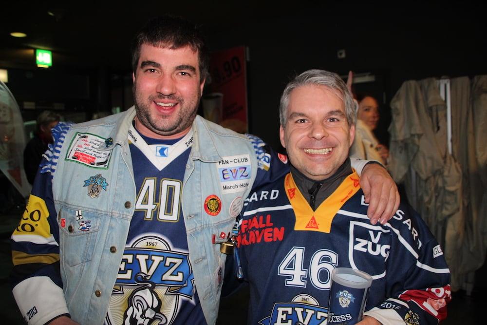 Treue EVZ-Fans aus Schwyz: Ueli Hasler und André Kälin.