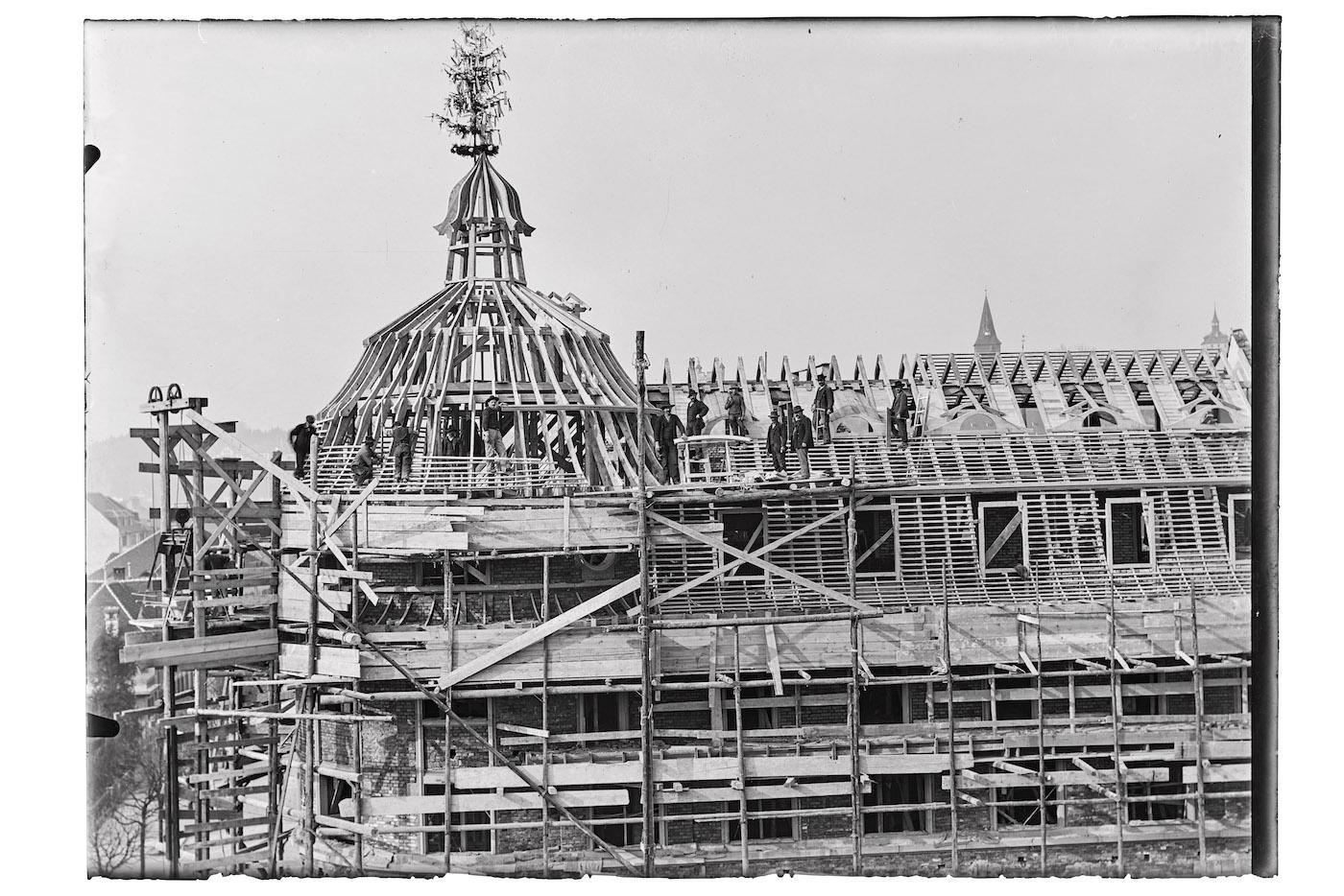 Das «Volkshaus» im Bau 1912.