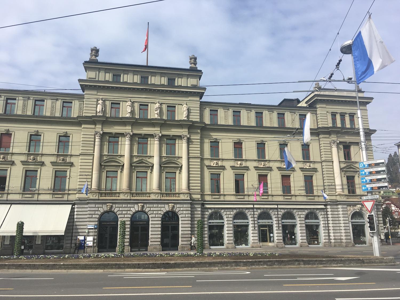 Das ehemalige eidgenössische Versicherungsgericht am Luzernerhof. Gebaut wurde das Gebäude von der ehemaligen Gotthardbahn-Gesellschaft.