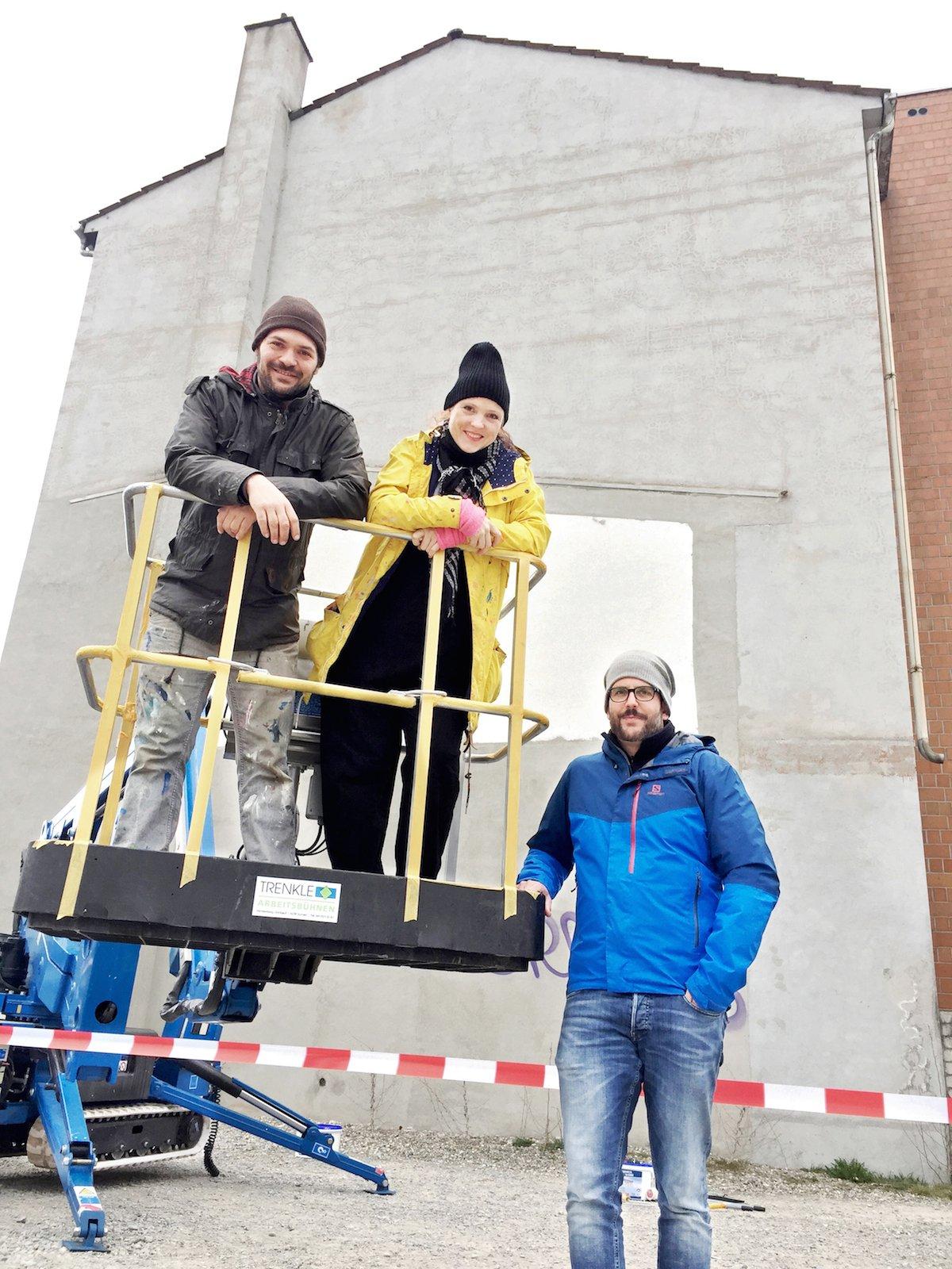 QueenKong, Veronika Bürgi und Marco Schmid, zusammen mit dem Initiator Andreas Troxler von Kreativfabrik 62, welcher das Projekt erst ermöglichte.