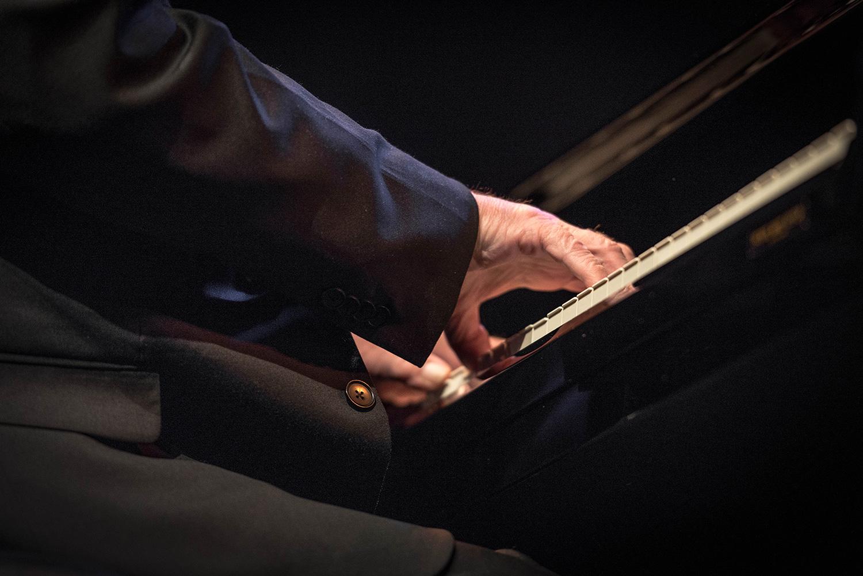Die Hände des Pianisten Chip Crawford.