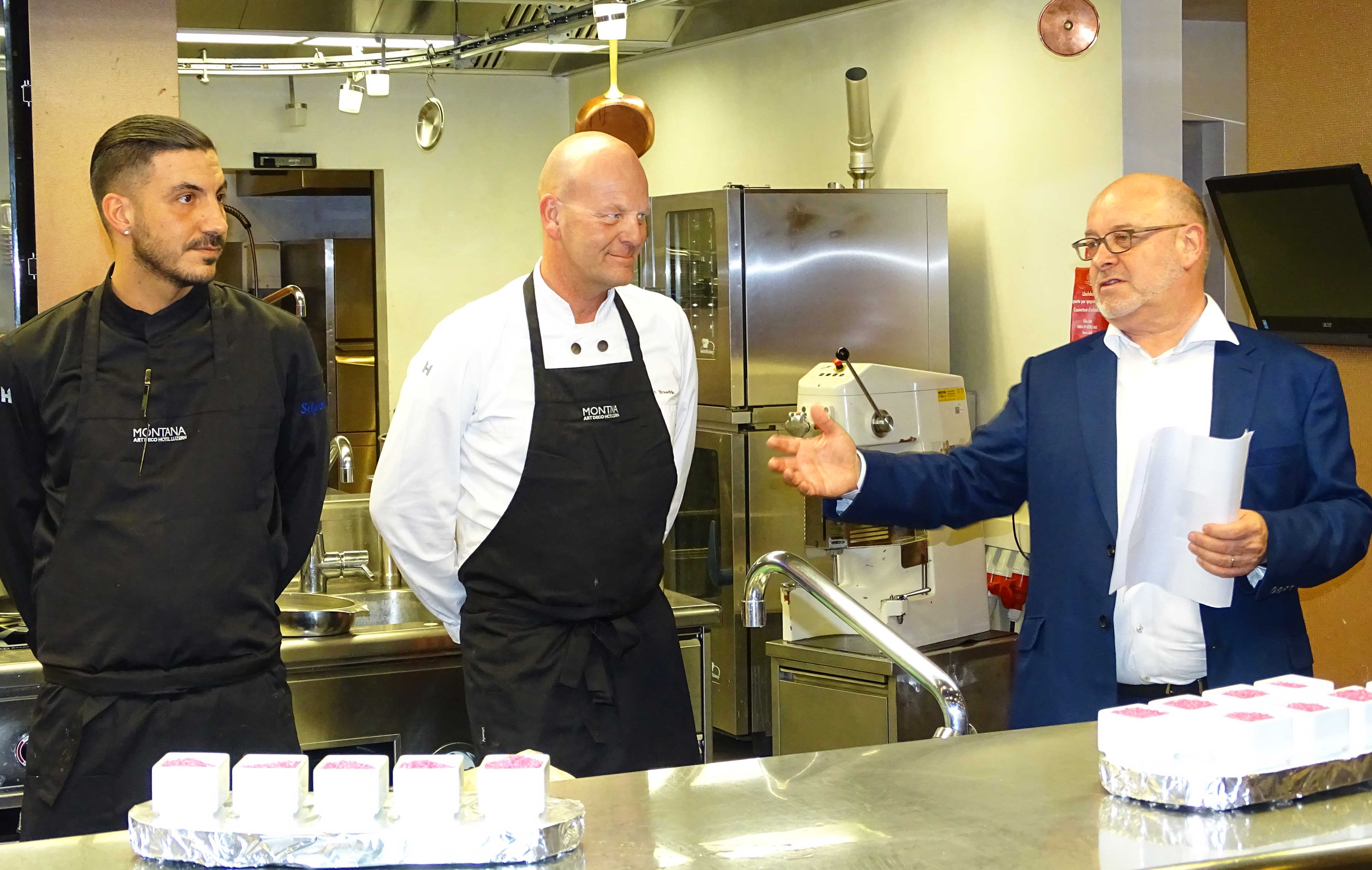 Gastkoch Rafael Martinez, Küchenchef Johan Breedijk und Montana-Direktor Fritz Erni (von links).