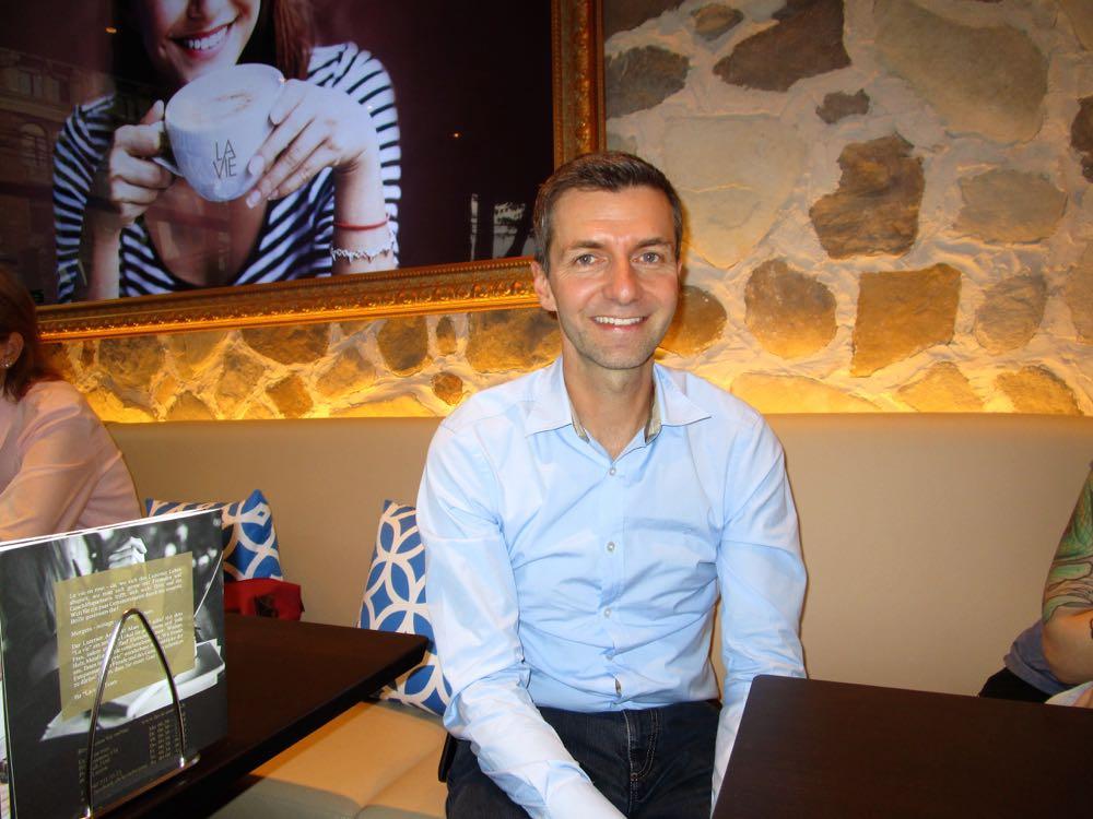 Matthias Bachmann in seinem neu eröffneten Café