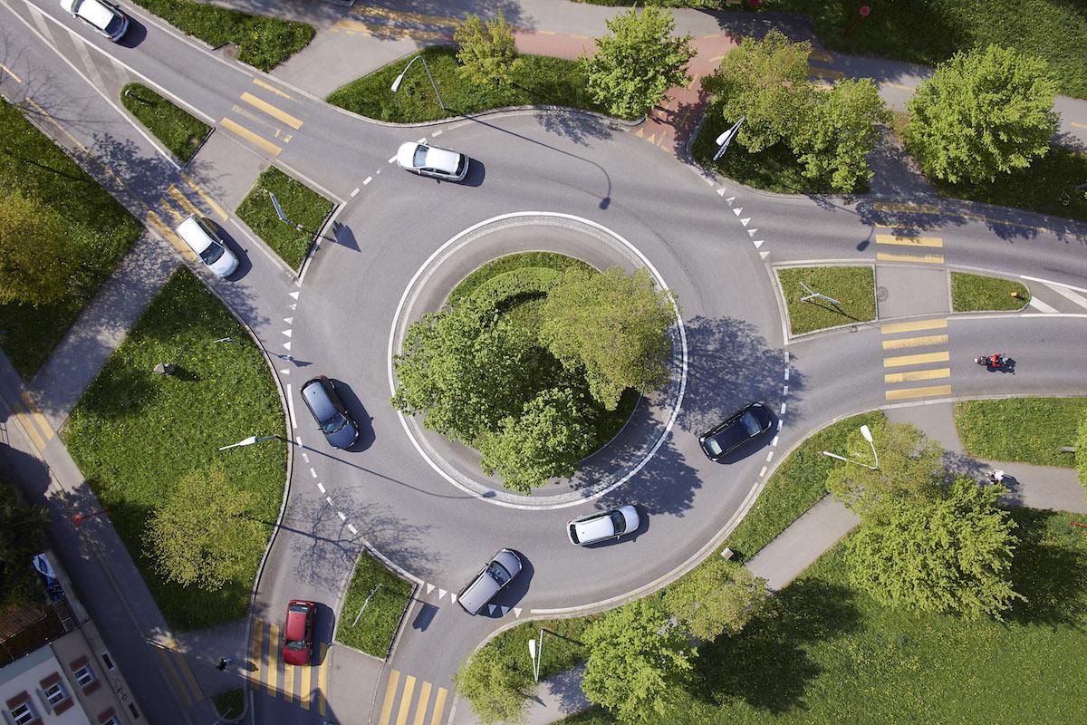 So sieht der Kreisel Schlossberg heute aus. Mit der Spange Nord soll dieser einem Grosskreisel weichen, der um eine Überbauung führt.