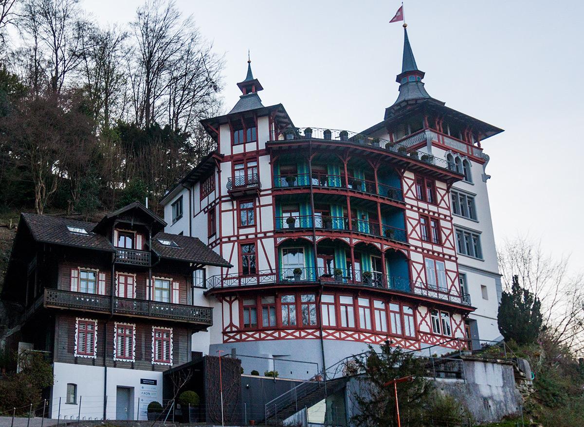 Auf der sogenannten «Wilhelmshöhe» trohnt das Schloss Schönegg über der Stadt.