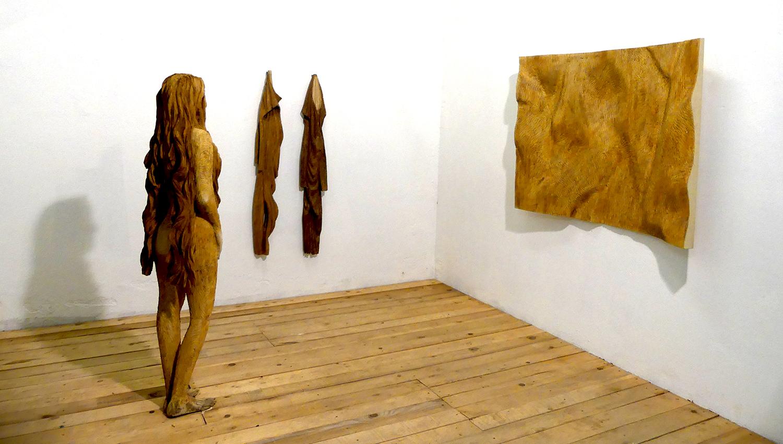 Kunst, aus Holz geschaffen.