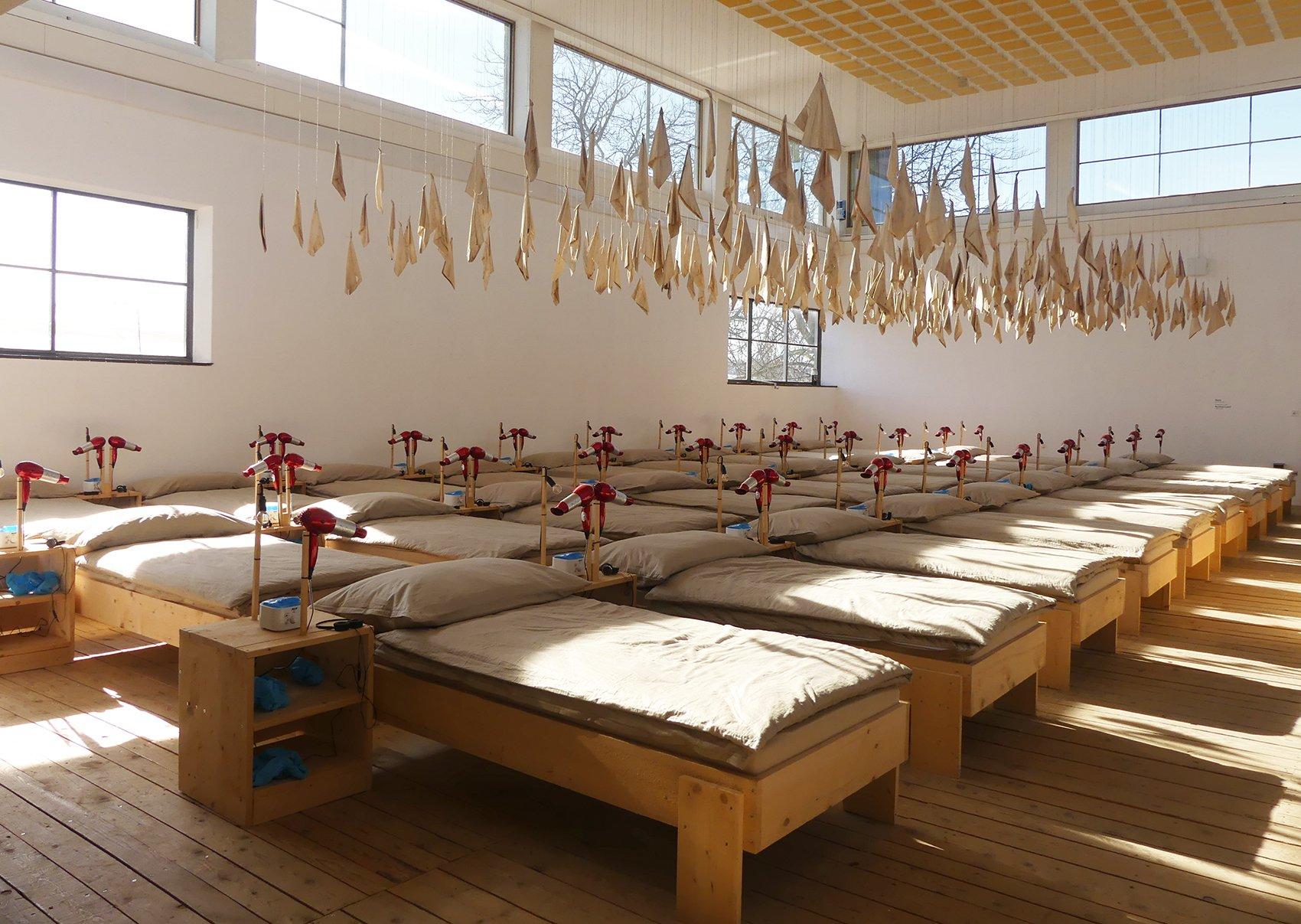 «Komm wir fahr'n ans Meer» – ein Kunstprojekt von Wetz und Rochus Lussi.