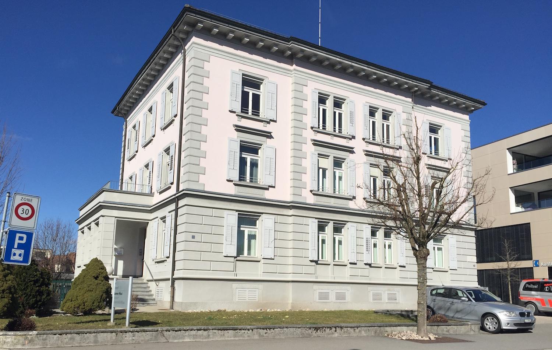 Soll bald aus dem kantonalen Immobilienportfolio gekippt werden: Das Amtshaus in Willisau, mit dem alten Gefängnis auf der Rückseite.