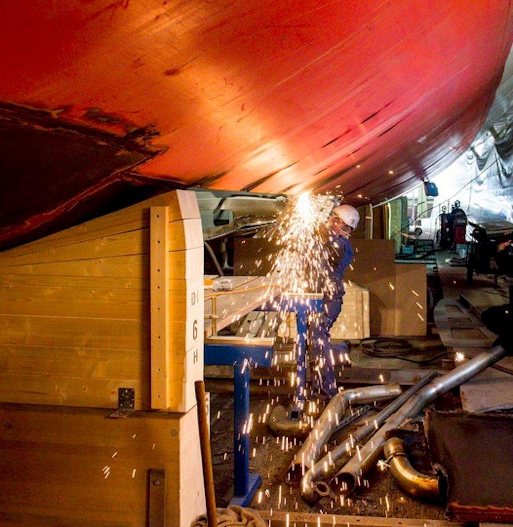 An der MS Diamant wird fleissig gearbeitet. Doch bald starten auch Umbauten an weiteren Schiffen der SGV-Flotte.