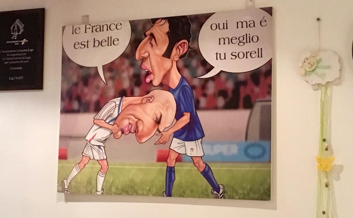 Zidanes Kopfstoss wird im Centro Italiano natürlich belächelt.