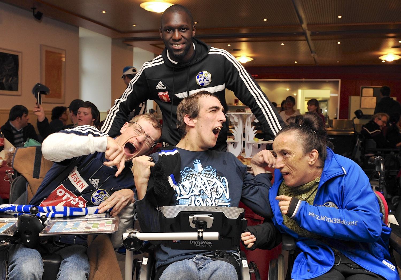Sally Sarr besuchte die «Stiftung für Schwerbehinderte Luzern» im November 2014 und war von den Bewohnern sehr angetan.