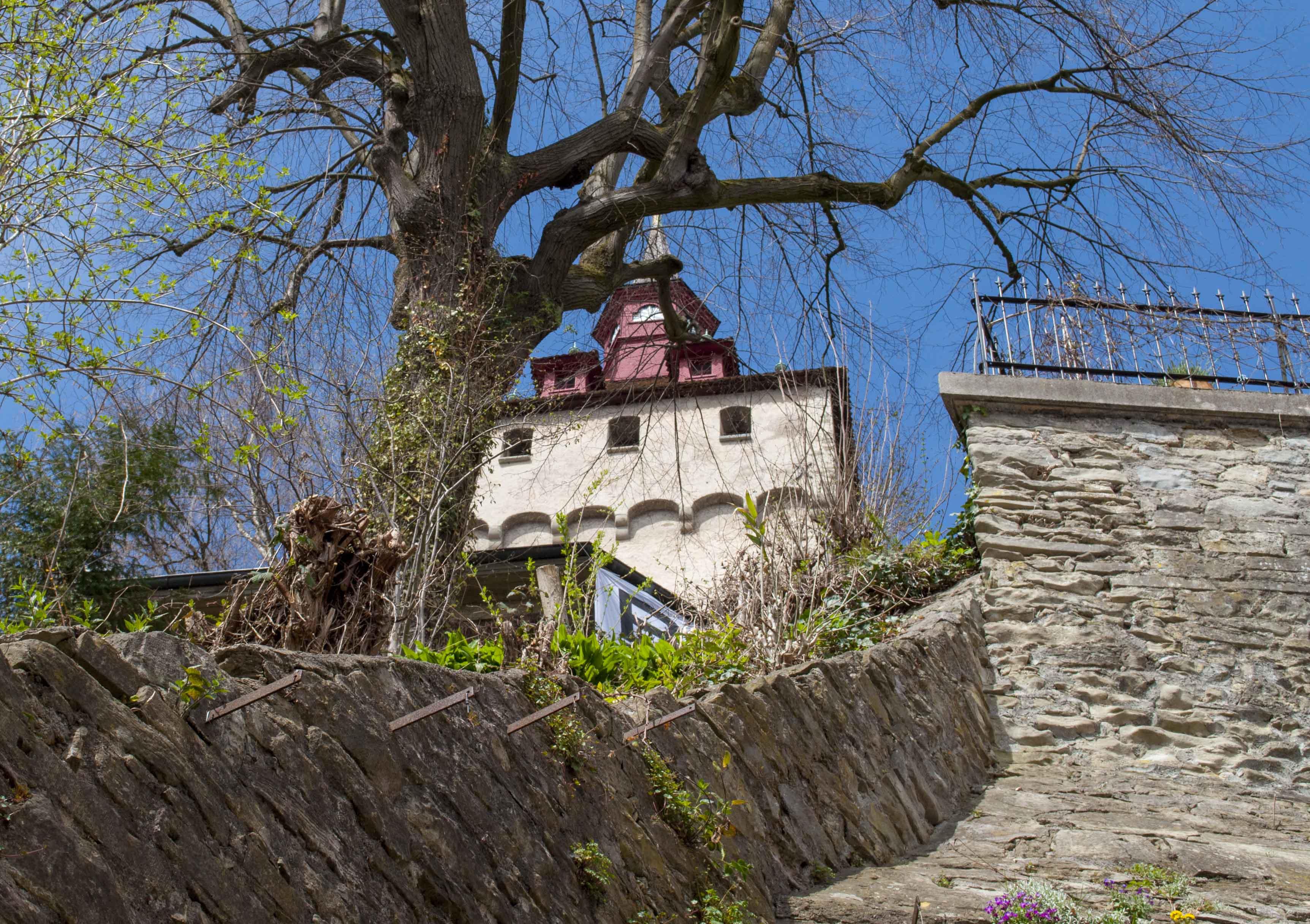 Schönste Lage: Unter dem Wachtum, im Schatten der Museggmauer, befindet sich die besetzte Liegenschaft.