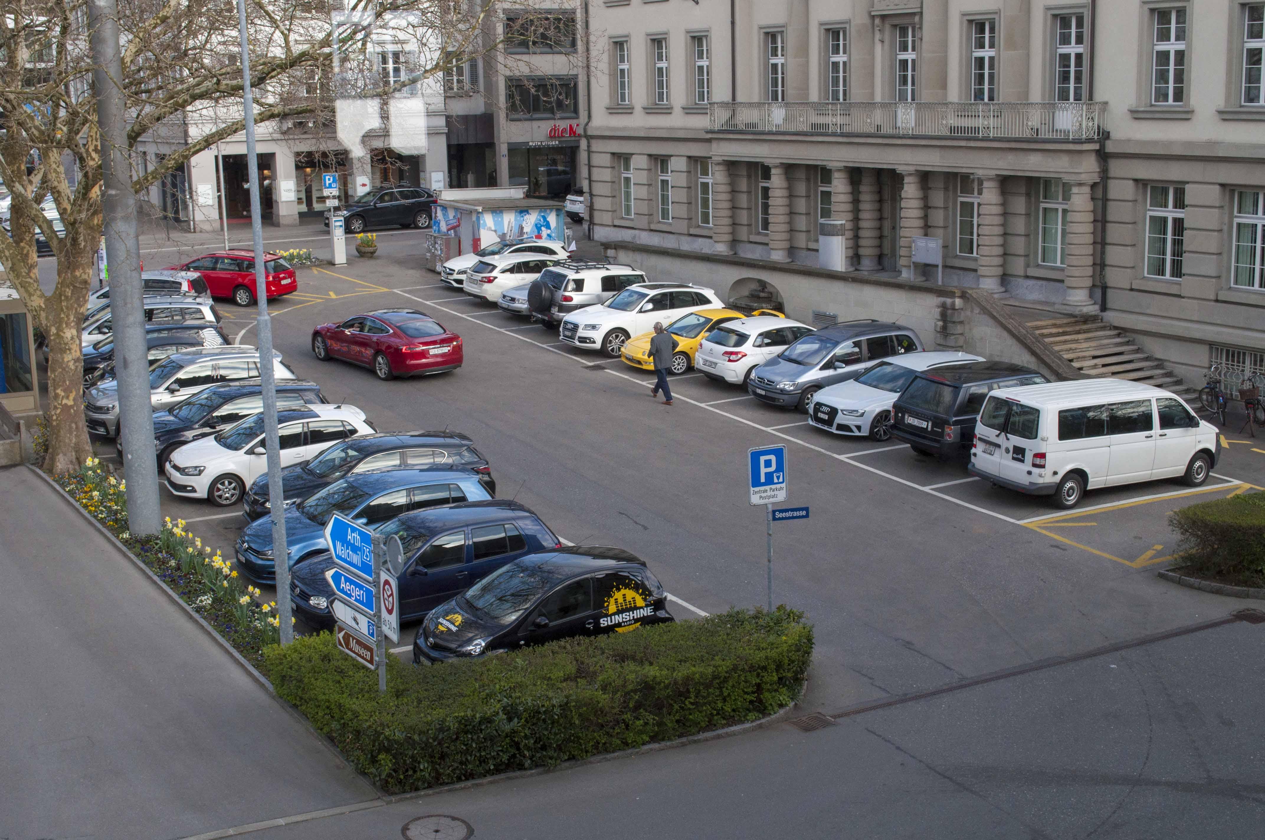 Streitobjekt unterer Postplatz: Derzeit noch ein Parkplatz.