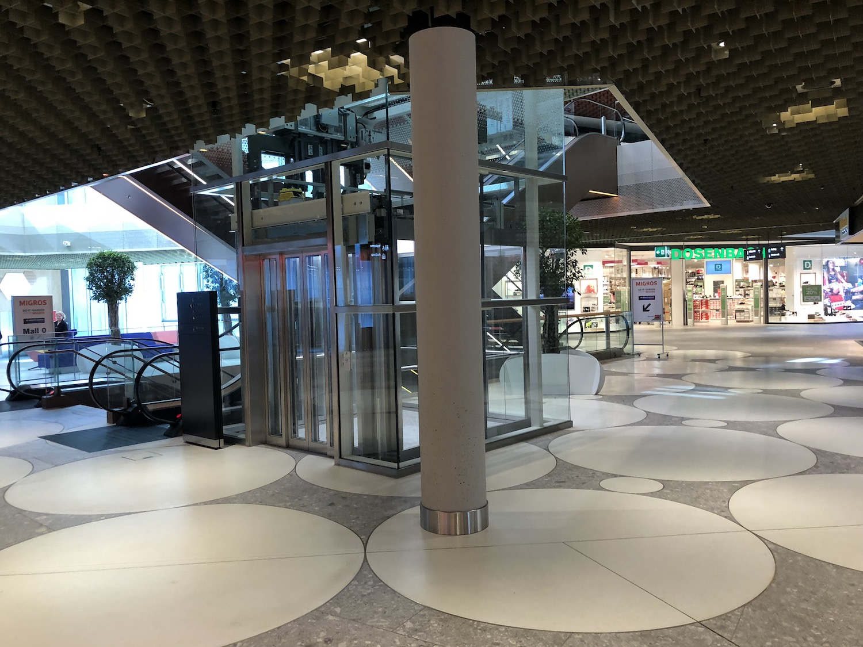 Der ominöse Lift, der nur die ersten beiden Stockwerke bedient.