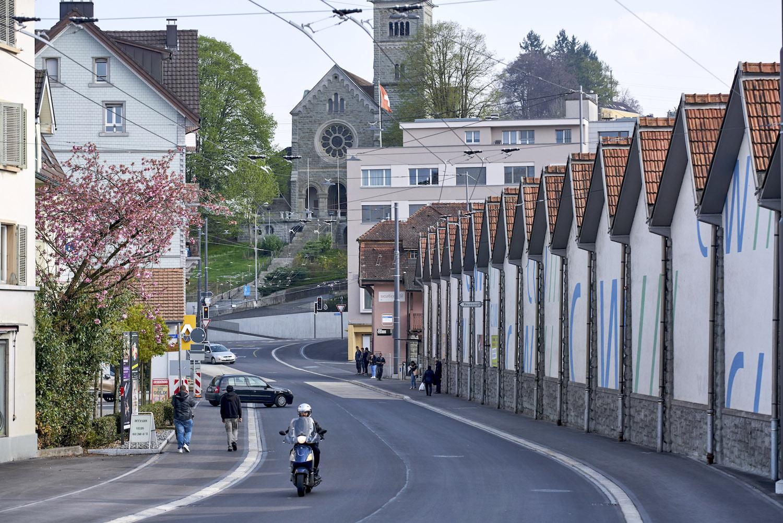 Die neue verkehrsberuhigte Hauptstrasse durch Reussbühl.