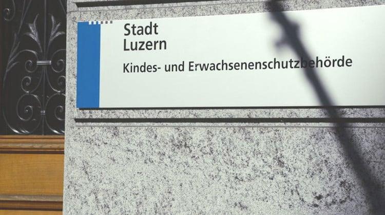 Der Eingang der Kindes- und Erwachsenenschutzbehörde der Stadt Luzern.