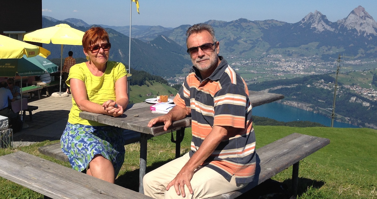 Naturmensch: Cécile Bühlmann mit ihrem Lebenspartner Kuno Kälin bei einer Wanderpause.