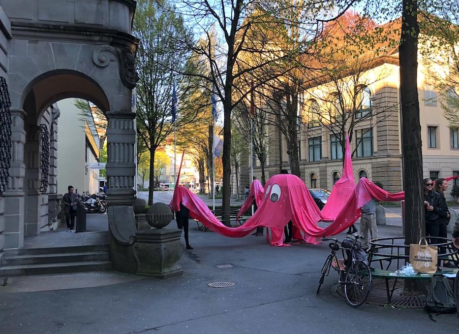 Am Mittwochmorgen waren die Aktivisten vor dem Luzerner Stadthaus präsent.