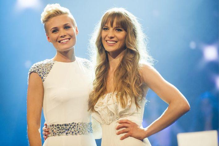 Sara Wicki (r.) wird an der Miss-Schweiz-Wahl 2013 hinter Dominique Rinderknecht Zweite. Ein Jahr zuvor wird sie zur «Miss Zentralschweiz» gewählt.