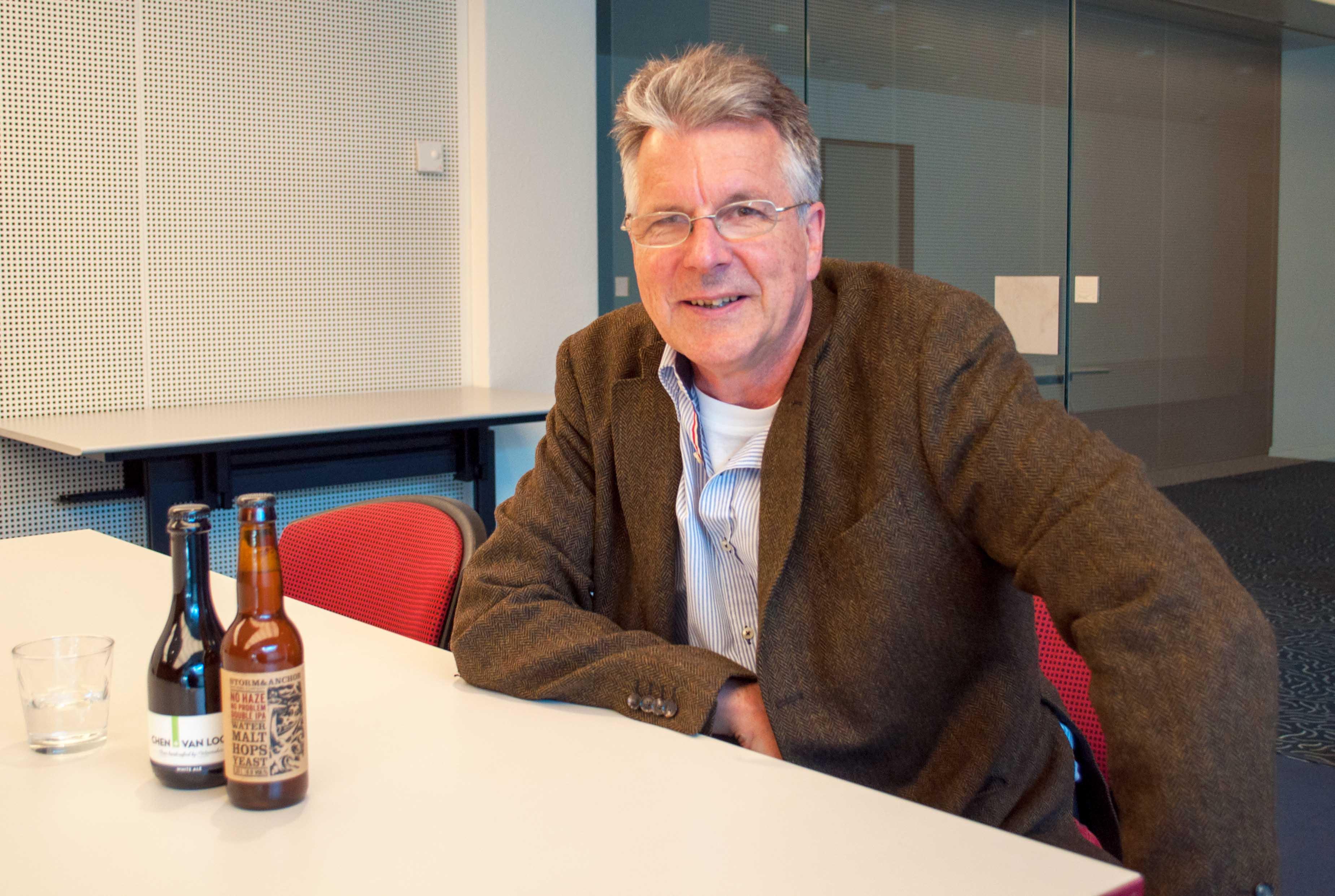 Kurt Petak, zu Besuch bei zentralplus auf der Redaktion in Steinhausen.