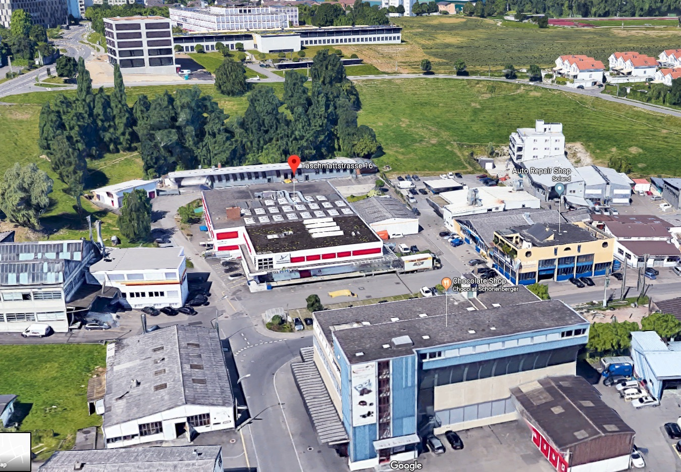 Hier am Rande des Gewerbes von Reussbühl hat Timo Keller dieses Gewerbegebäude entdeckt.