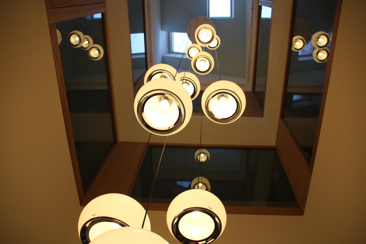 Der Lichtschacht wurde neu verglast und mit den alten Esssaal-Lampen ausgestattet.