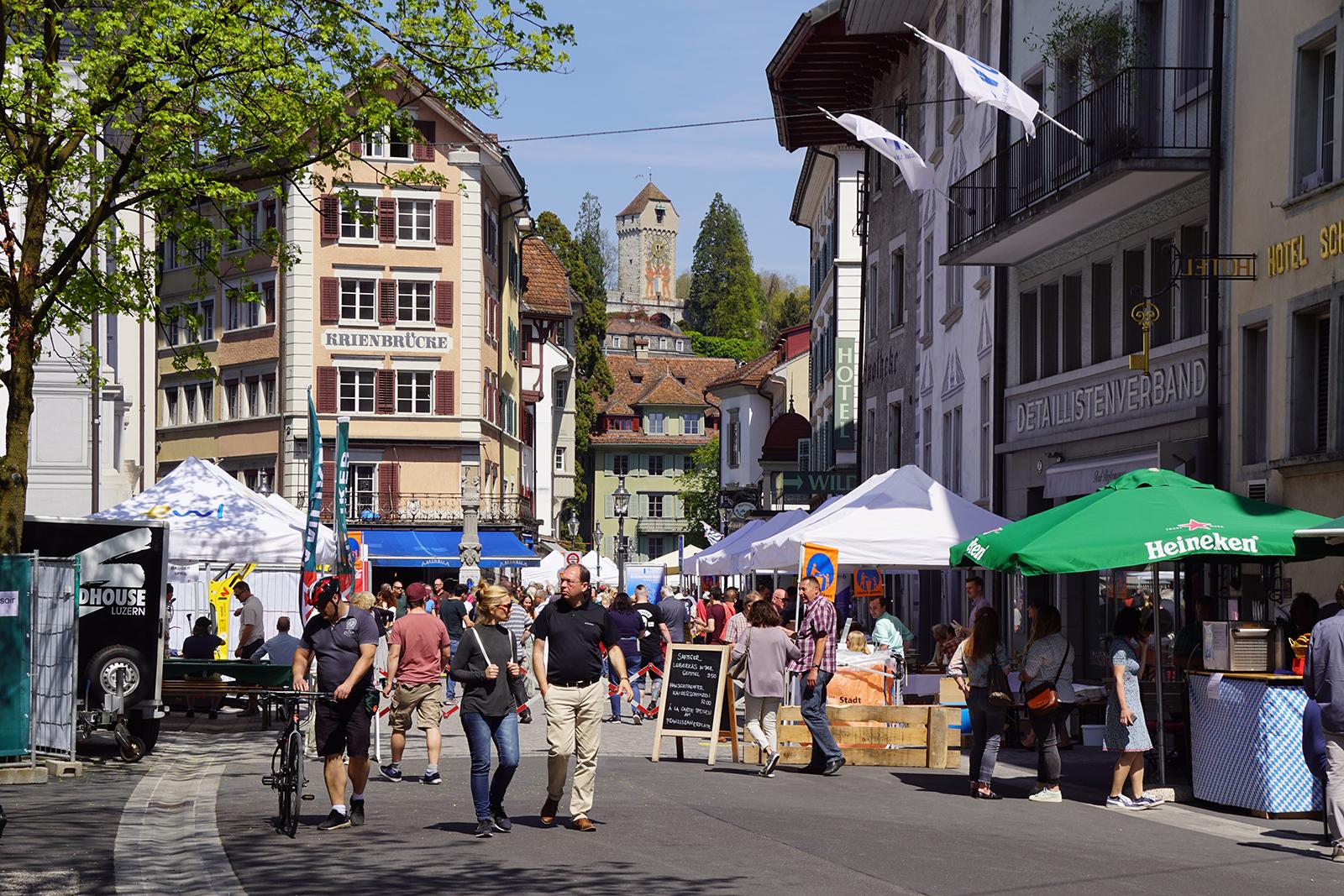 Das Kleinstadtfest lockte viele Menschen an.