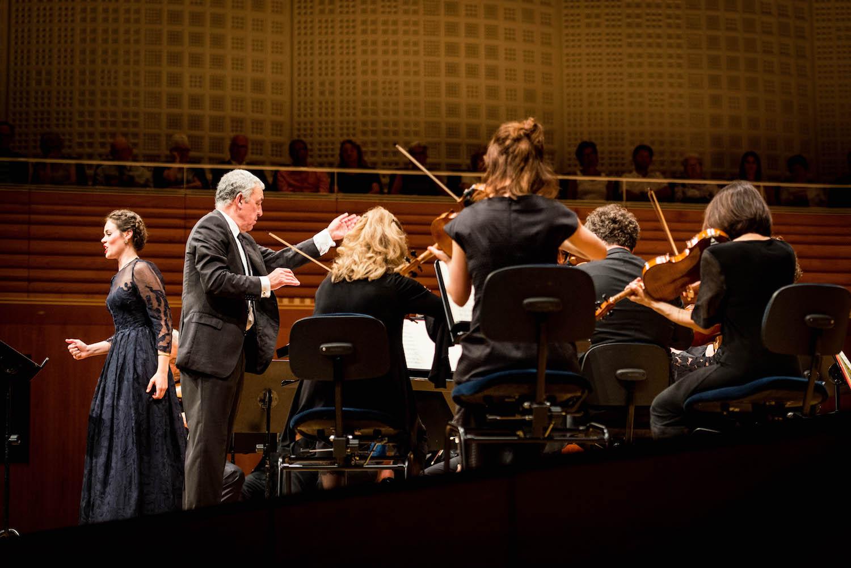 Das Kammerorchester Basel unter der Leitung von Umberto Benedetti Michelangeli mit Solistin Regula Mühlemann.