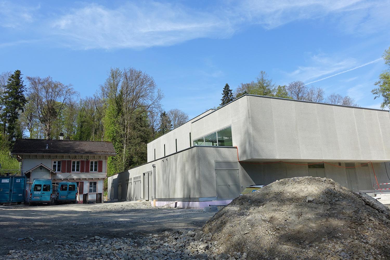 Das alte Haus vor dem neuen Quellwasserwerk wird bald weichen müssen.