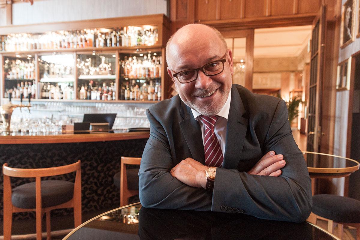 Erni ist seit über 20 Jahren Direktor des Art Déco Hotel Montana.