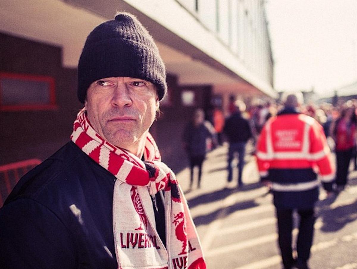 Liverpool-Fan: Campino mit Reds-Schal vor dem Anfield-Stadion.