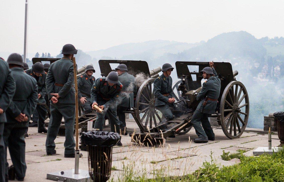 Traditionell feuert dieBruderschaft der Herrgottskanoniere an Fronleichnam insgesamt 50 Schüsse ab, um die Bevölkerung an den Feiertag zu erinnern.