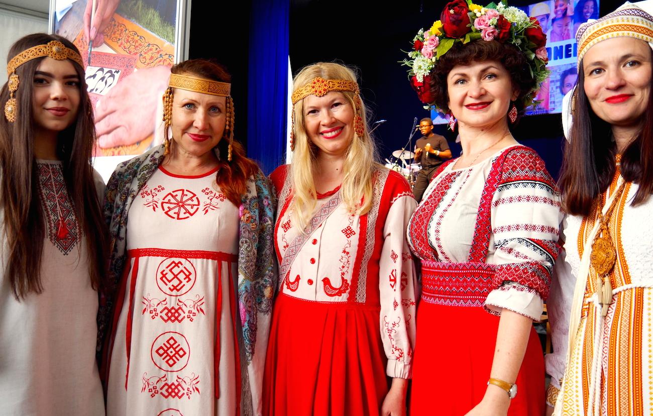 Russland war an der Trachten-Modenschau stark vertreten. (Bild: jav)