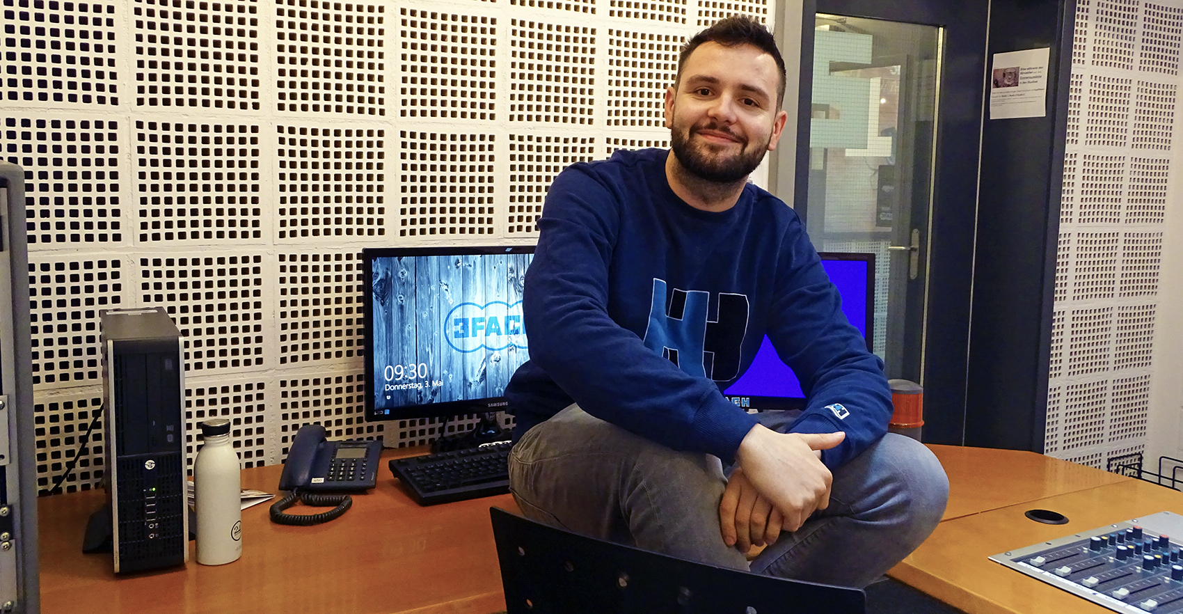 LCone im Studio vom Radio 3FACH: Ein Beruf, der wie die Faust aufs Auge passt.