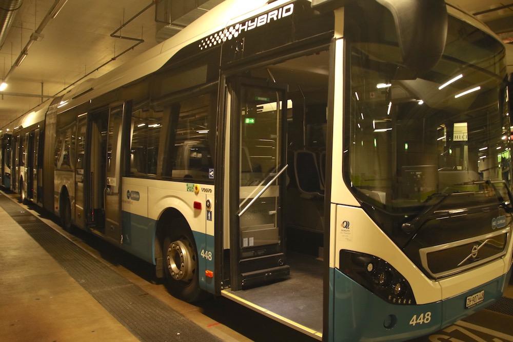 Nicht viel anders, als die ZVB-Pendants: Dieser Dieselbus ist das Einsatzfahrzeug der Zuger Leih-Chauffeure.