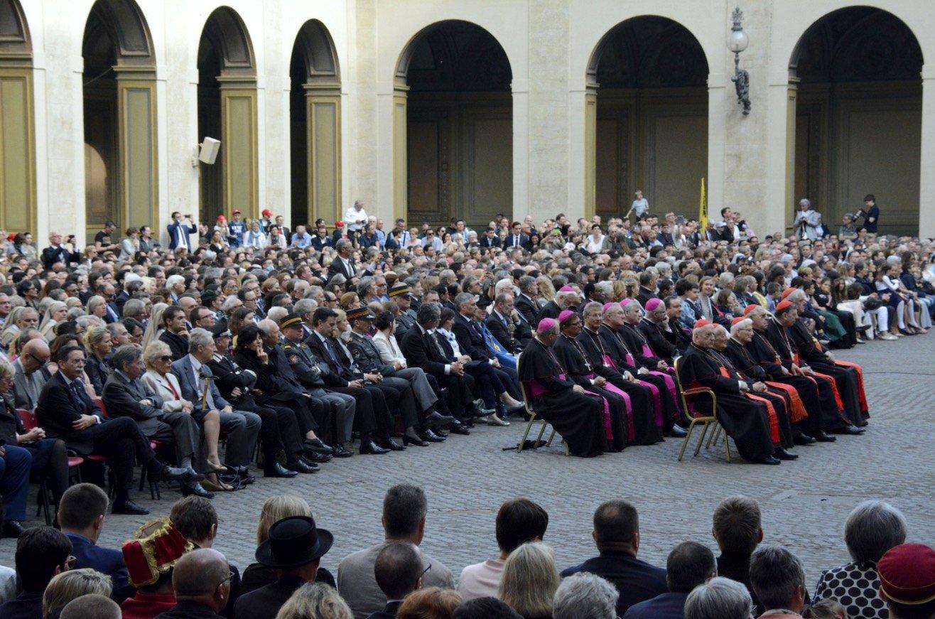Rund 500 Luzerner wohnten der Zeremonie bei.