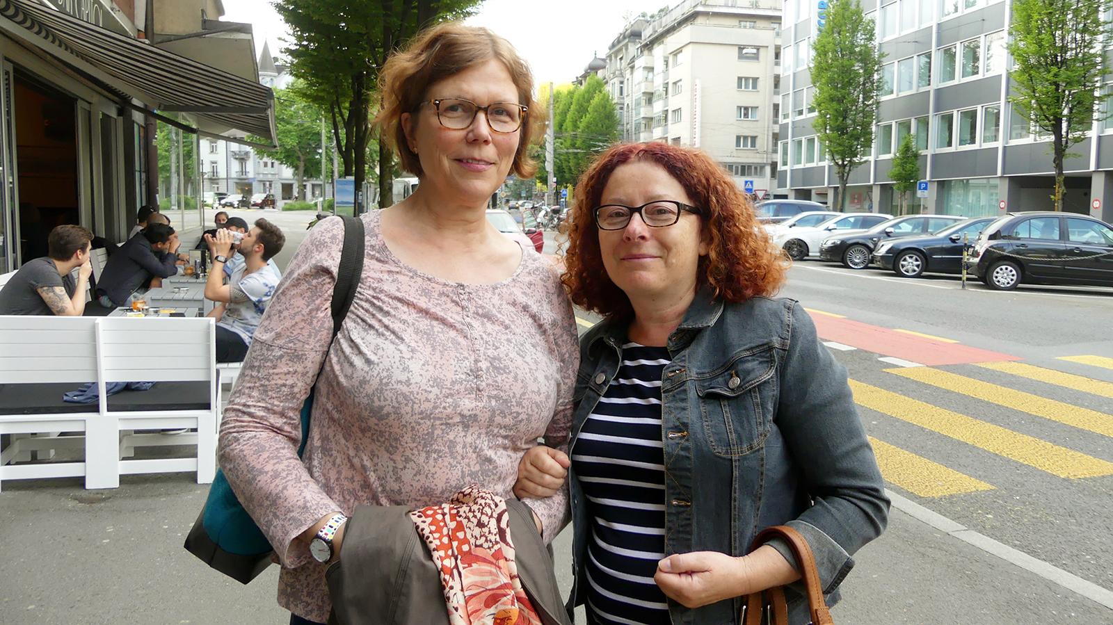 Erst im Kinosaal gemerkt, dass sie drei Stutz mehr als an einem früheren Montag bezahlt haben: RitaLepistö und Katharina Limacher.