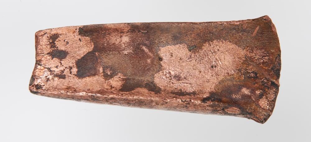 Kupferbeilklinge von Zug-Riedmatt, welche mit grosser Wahrscheinlichkeit aus der südlichen Toskana importiert wurde.