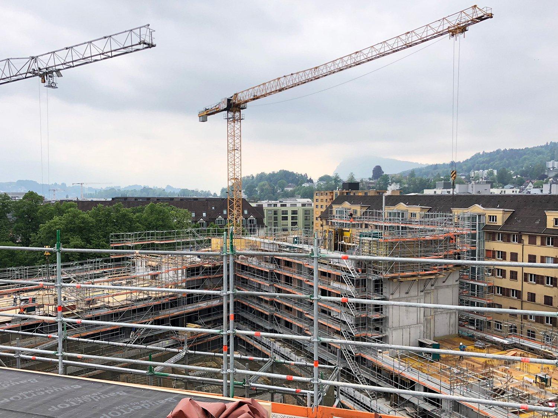 Eine rundherum begehbare Dachterrasse entsteht hier über dem Himmelrich in der Luzerner Neustadt.