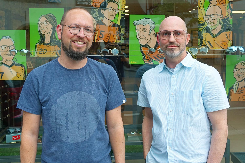 Thomas Käch (links) und Jürg Lischer im Geschäft der Pfistergassoptik.
