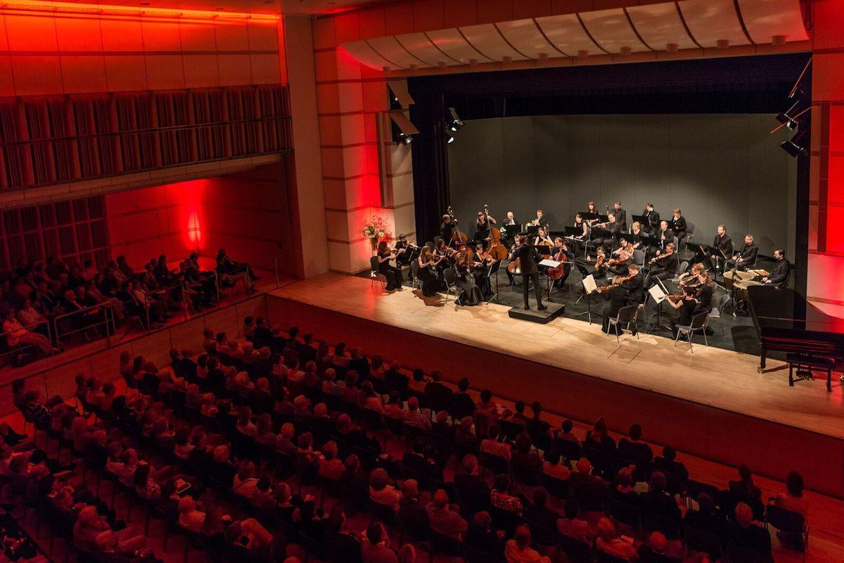 Quasi der Heimathafen der Zuger Sinfonietta: Der Lorzensaal in Cham. Das Orchester schätzt die gute Akustik sehr, und neu finden hier rund 600 Zuhörer Platz.