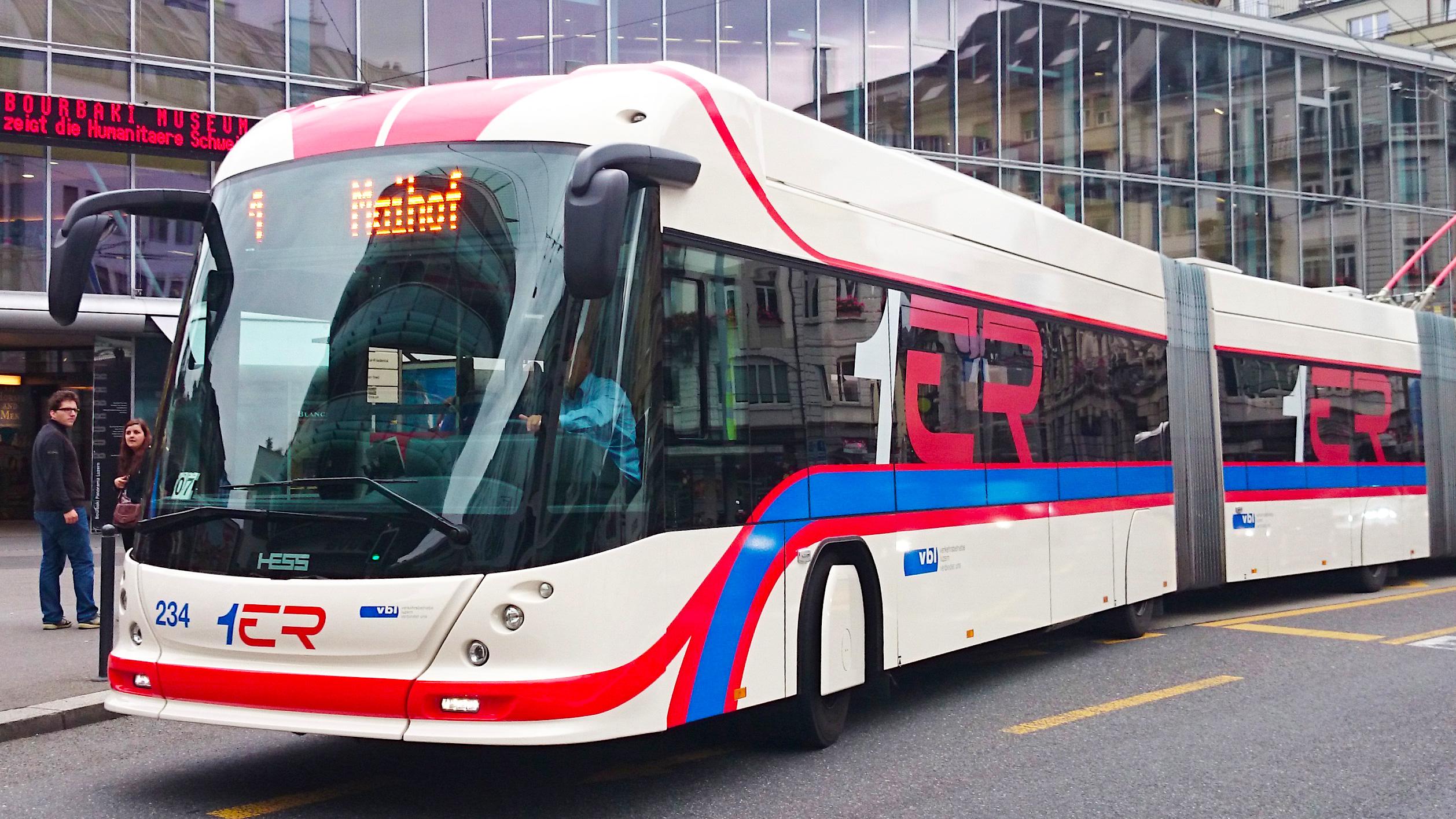 29 Doppelgelenk-Trolleybusse fahren auf dem VBL-Netz.