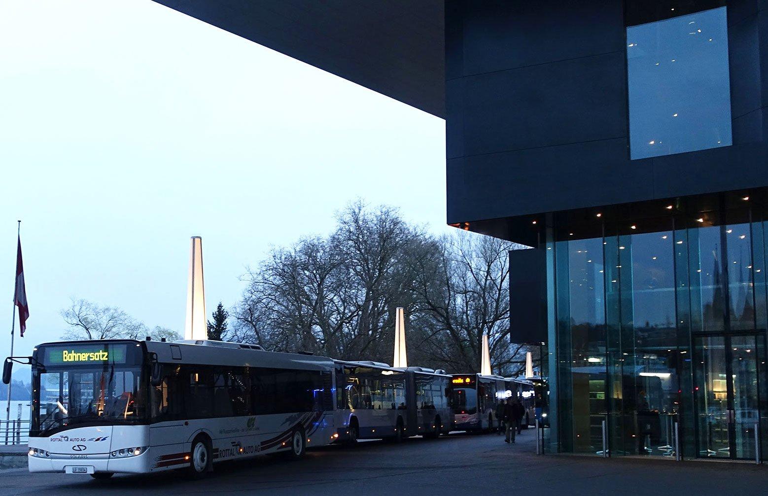 Spontan diente der Europaplatz im März 2017 beim Bahnhofsausfall als Busperron.