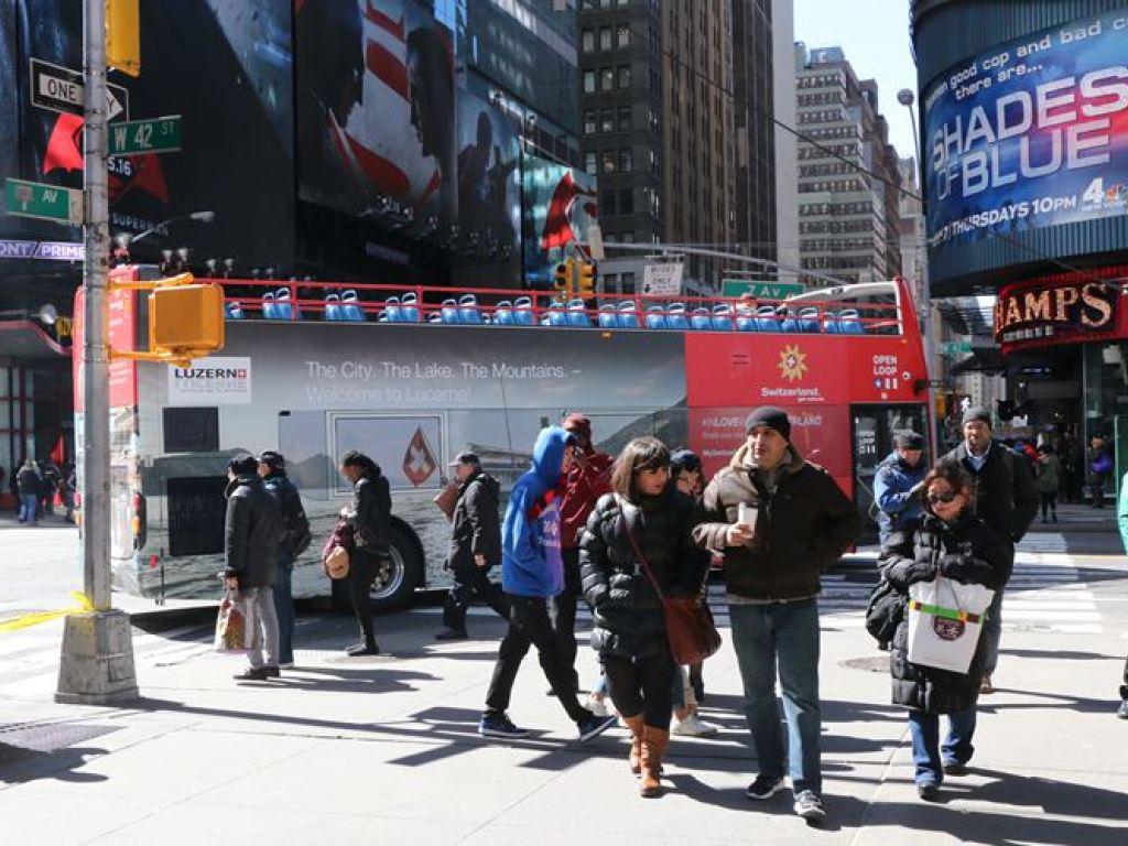 Die Schweiz zu Gast am New Yorker Times Square. Die Werbeoffensive auf Bussen hat gefruchtet.