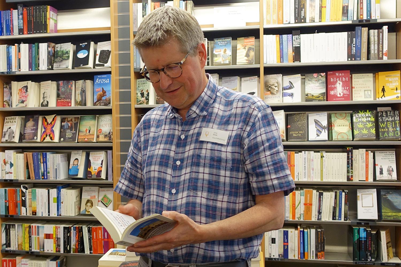 «Freundlich sein und gute Tipps geben»: Jörg Duss' Buchhandlung setzt auf bewährte Rezepte.