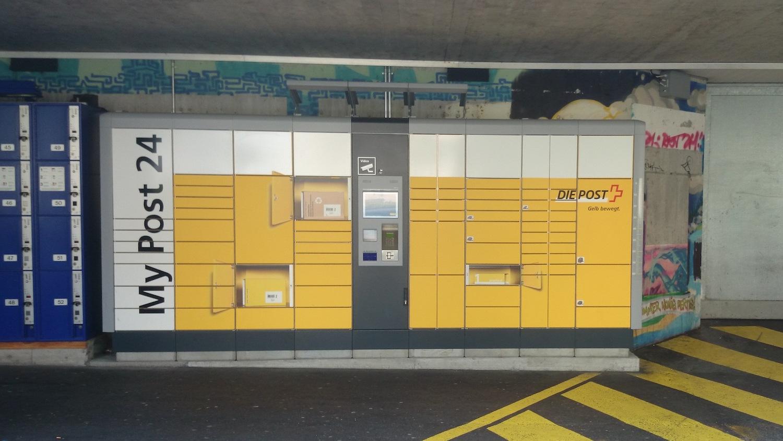 Kein Ort, der zum Verweilen einlädt: Die Abhol-Station beim Bahnhof neben den SBB-Schliessfächern.